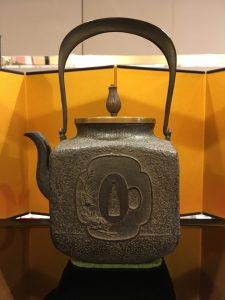 鉄瓶(四方鍔紋)