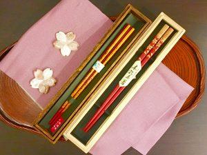 『塗り箸』/『貝製箸置き(桜)』