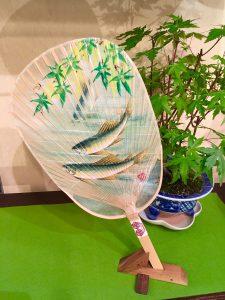 加藤清人作  手描き二重 水うちわ『鮎』
