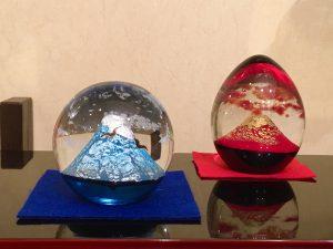 ガラス製置物  『富士と夫婦鷹』  /  『赤富士』