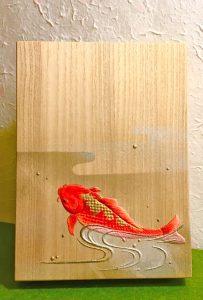 美都木 洋子作   胡粉盛り上げ彩色 筥『錦鯉』